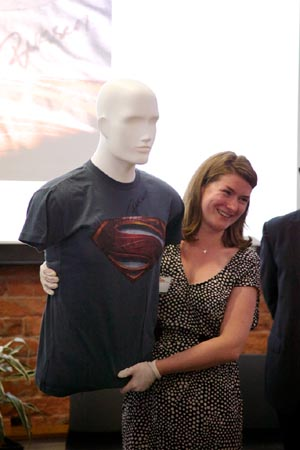 Susie McShane with the tee-shirt signed by Russell Crowe