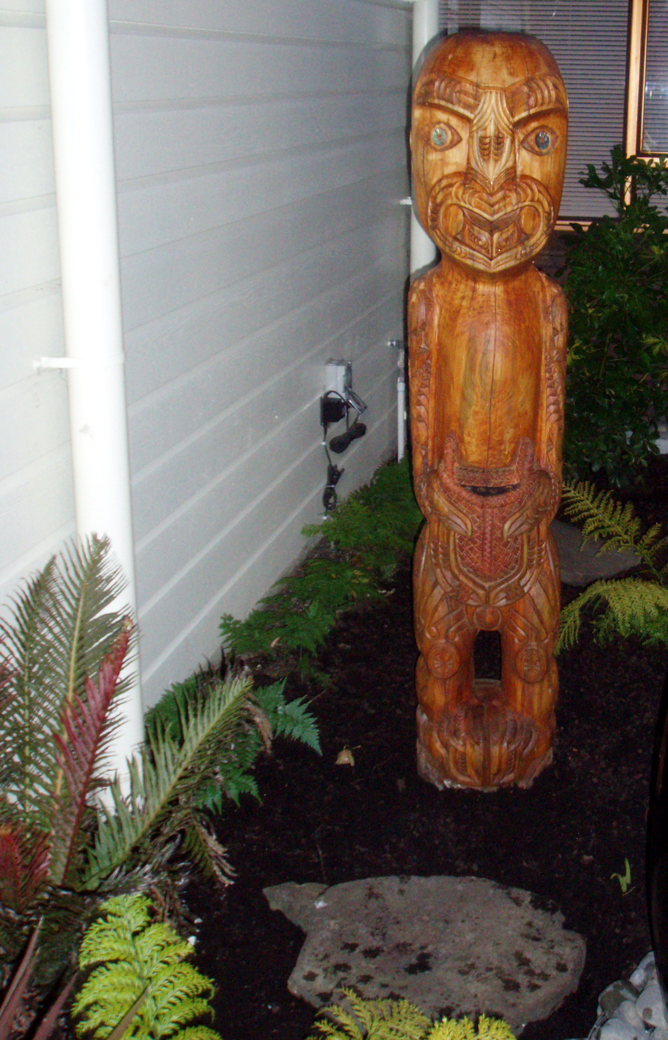 The pou (carved pole), in the garden in front of the North Shore Hospice